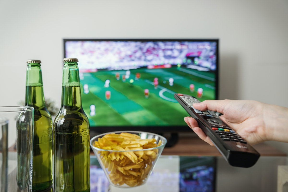 How to Throw a Football Watching Party in Your Apartment