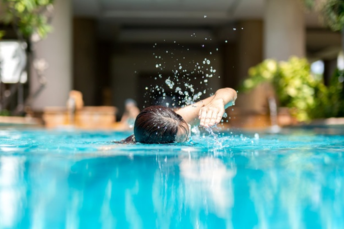 How to Use Your Apartment Swimming Pool to Stay Fit